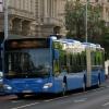 Az érzéketlen buszvezető nagy ívben sz…t az utasokra, ám ekkor jött az idős néni